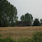 Akker met boerderij schuur